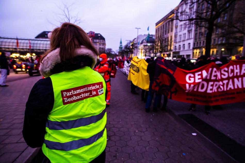 uch die Hamburger Linke kritisierte das Gerichtsverfahren und sprach von einem Angriff auf die Versammlungsfreiheit.