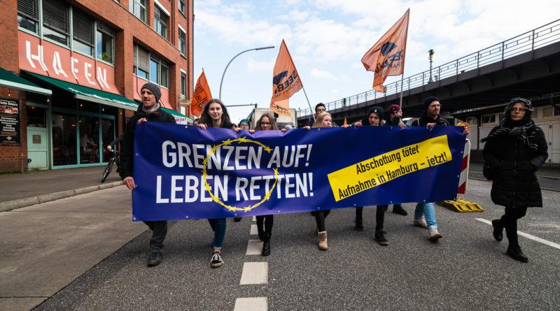 In Hamburg hat die Seebrücke für die Aufnahme von mehr Geflüchteten demonstriert