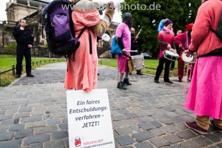 Bunter Gegenprotest beim G7 Finanzminister Treffen