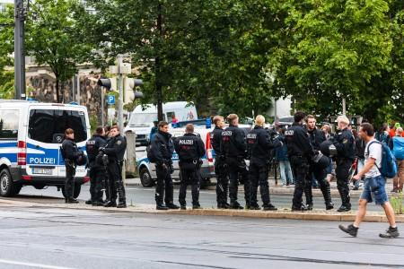 Die Polizei trennte die rechten Störer von der Demonstration