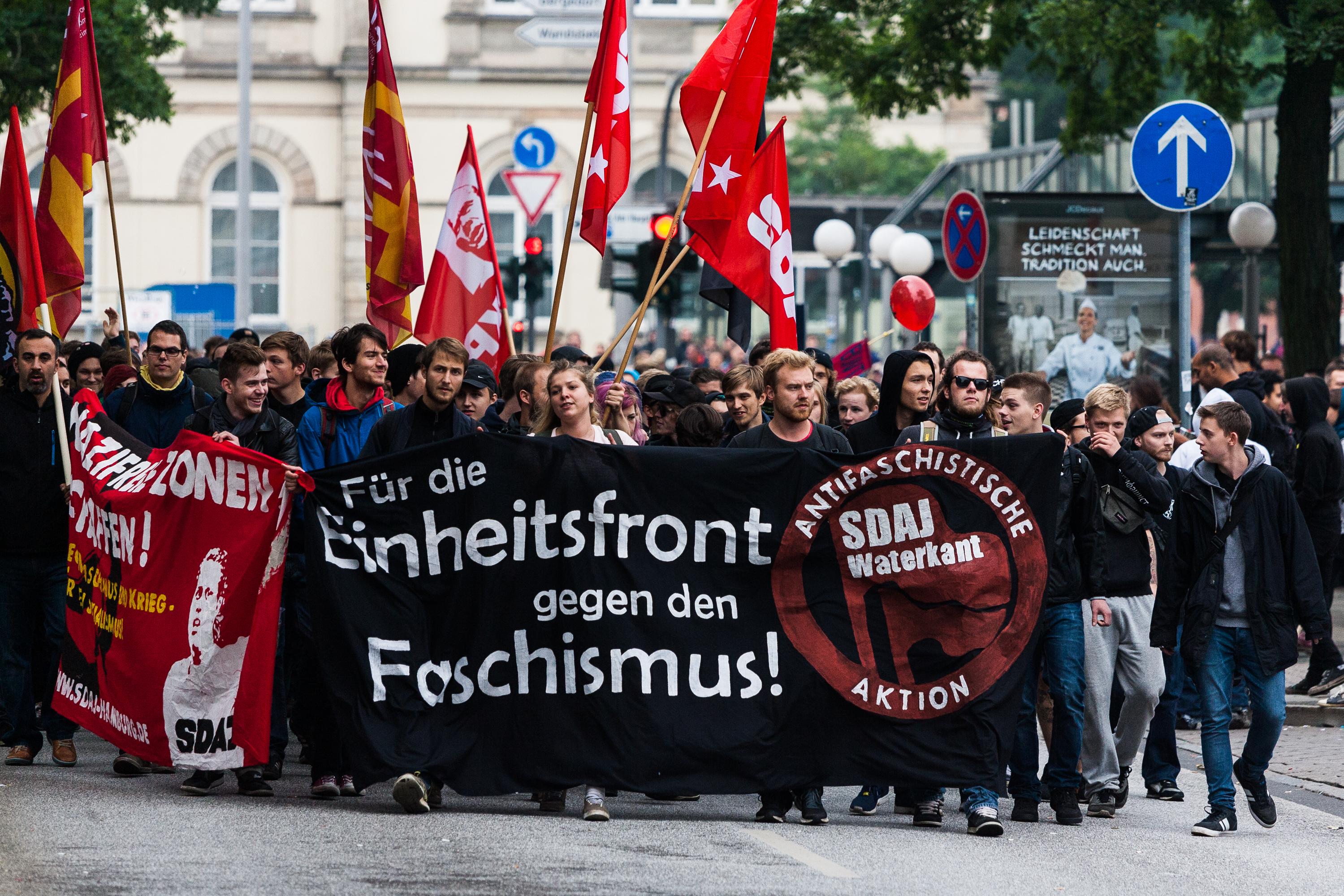 Demonstration gegen den Tag der Patrioten