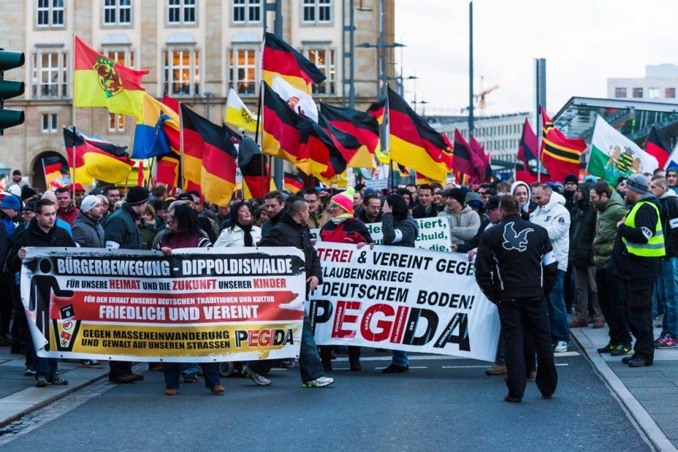 Seit 2014 marschiert PEGIDA durch Dresden, wie auch hier am 30. März 2015.