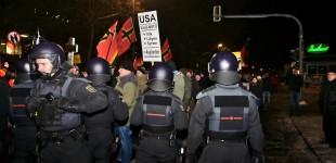 Die Polizei Trennt die Lager