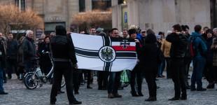 Reichskriegsflagge bei der AFD Kundgebung auf dem Altmarkt in Dresden