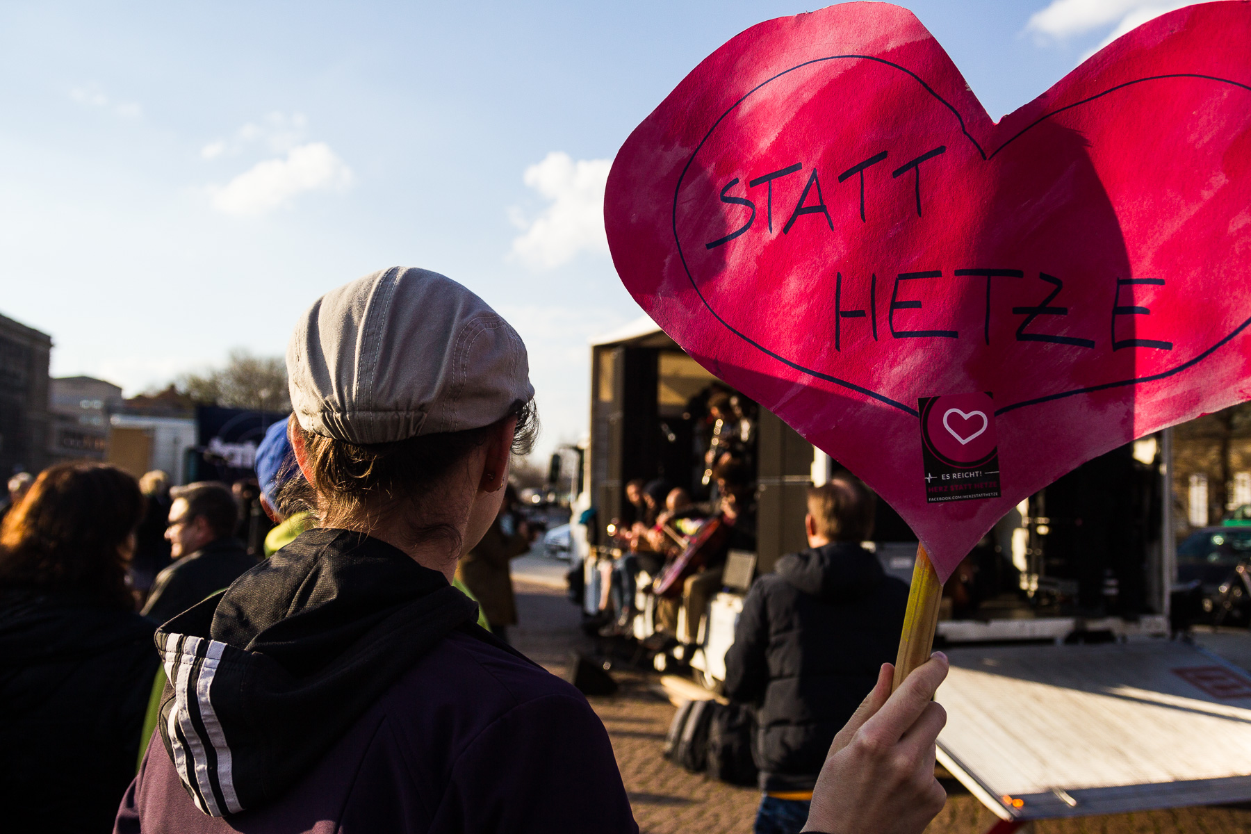 Gegenprotest bei Pegida-Demonstration