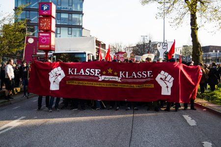 Die 1. Mai Demo startete am Bahnhof Altona