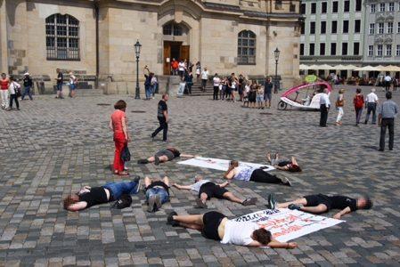 Die Gruppe aus Dresden macht auf die Situation im Mittelmeer Aufmerksam