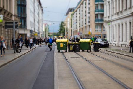 Die Straßenbahn mit den Hooligans wurde am weiterfahren gehindert.