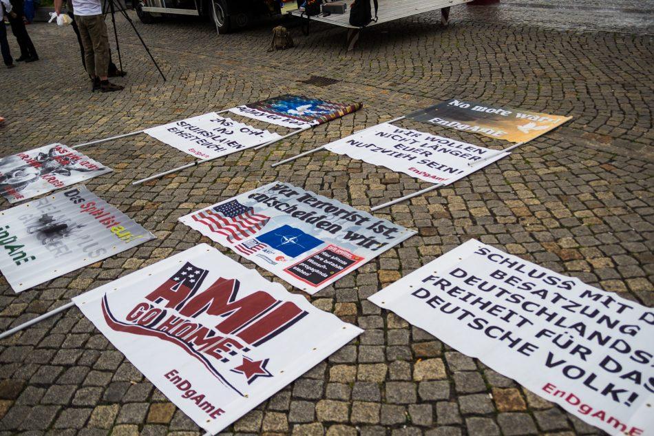 Plakate der Anti Bilderberg Demonstration von Endgame (Engagierte Demokraten gegen die Amerikanisierung Europas)