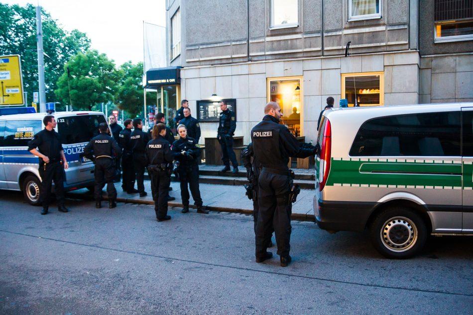 Nach den Demonstrationen soll es in der Neustadt zu einem versuchtem Raub einer Deutschland Fahne gekommen sein.