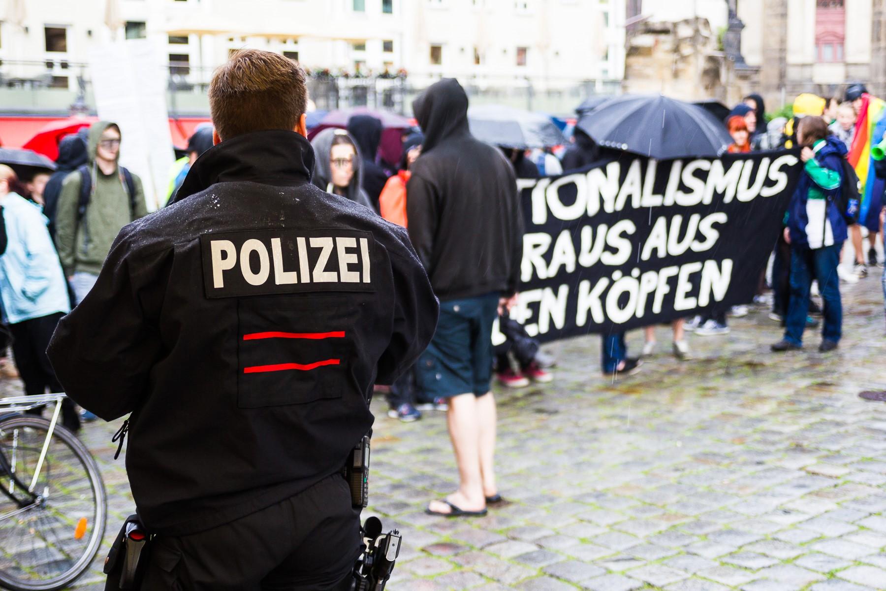 Die Nope Demonstration gegen Pegida in Dresden