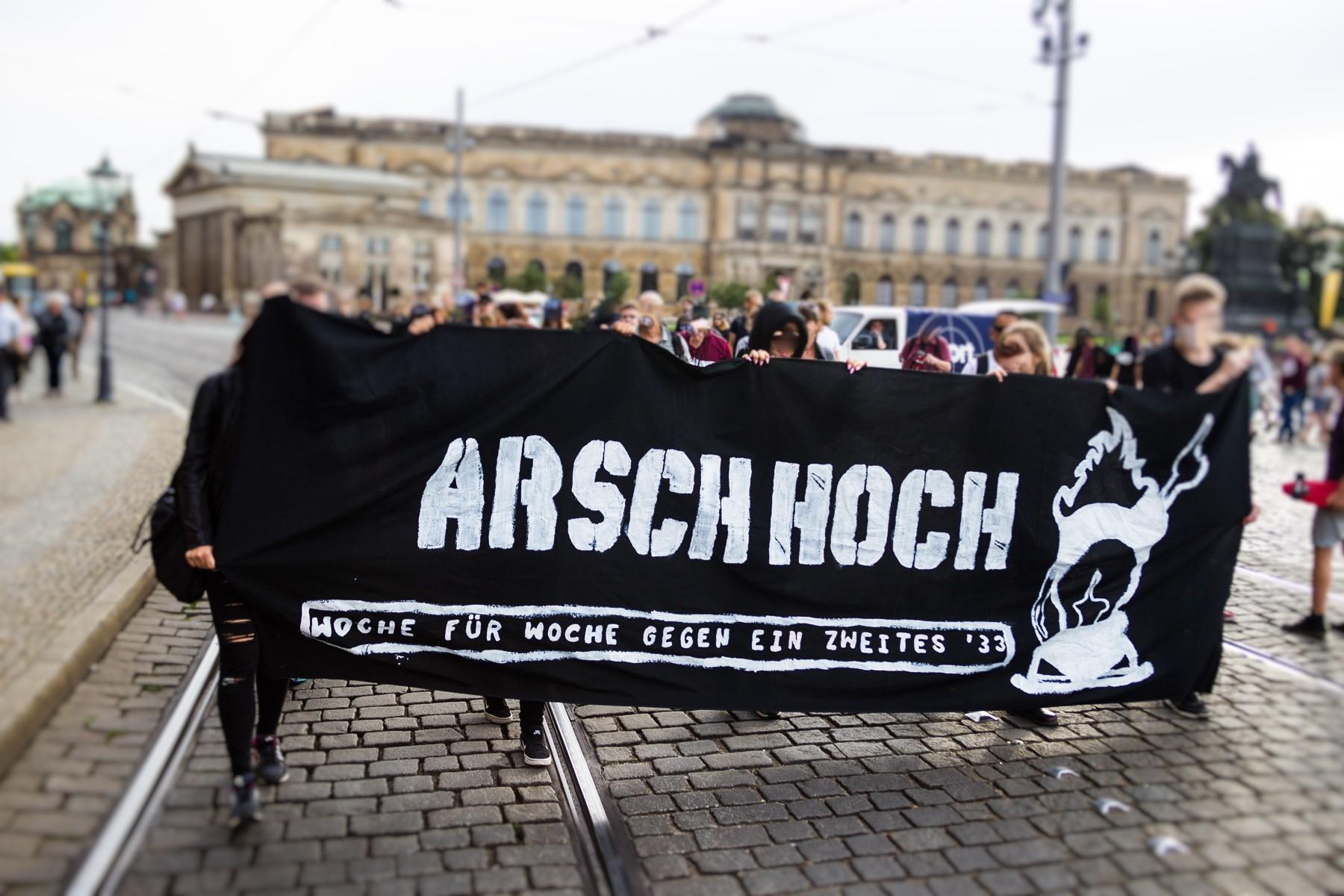 Die Nope Demonstration startete auf dem Theaterplatz