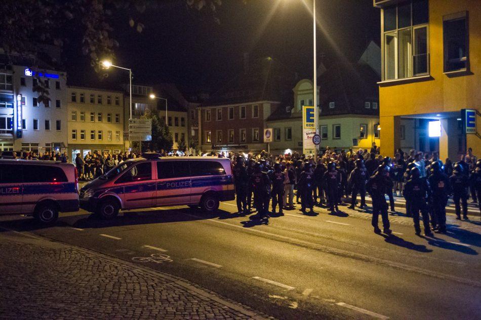 Die Polizei sicherte die Abreise der Gegendemonstranten ab