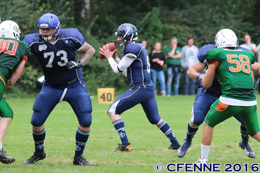 An #50 Der Hamburg Blue Devils, Linebacker Jonas Möller war kein Vorbeikommen. Foto: Christian Fenneberg
