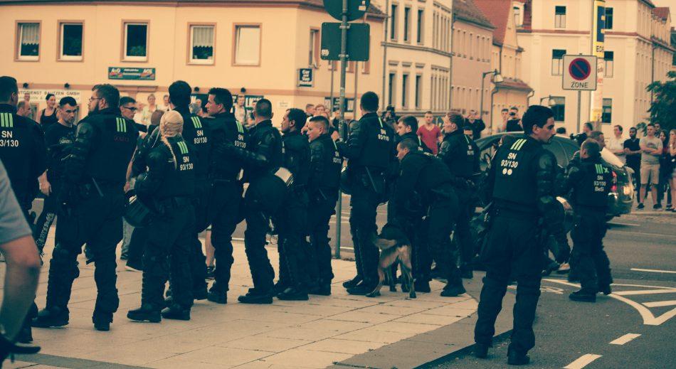 Die Polizei trennte beide Lager voneinander