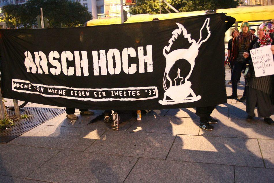 Der Gegenprotest ist an diesem Montag auf mehrere kleine Gruppe verteilt gewesen