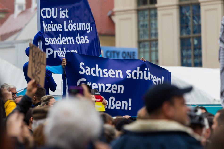 Auch AFD Anhänger Demonstrierten am Tag der Deutschen Einheit vor der Frauenkirche