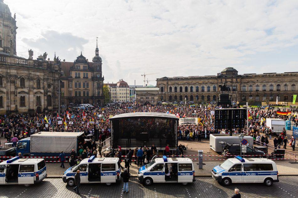 Bei dem Pegida Geburtstag sind laut Durchgezählt zwischen 6.500 bis 8.500 Teilnehmer gekommen