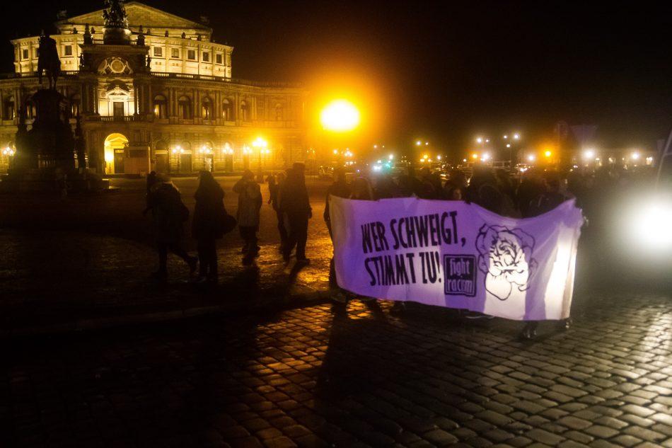 Die Nope Demonstration startet am Theaterplatz