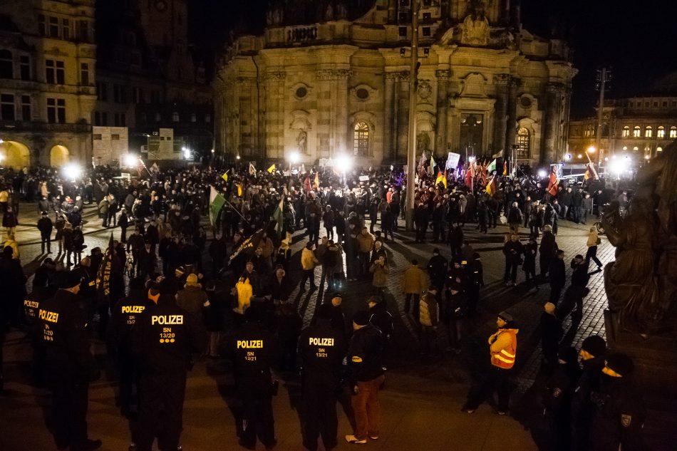 Pegida Versammelt sich auf dem Schloßplatz in Dresden