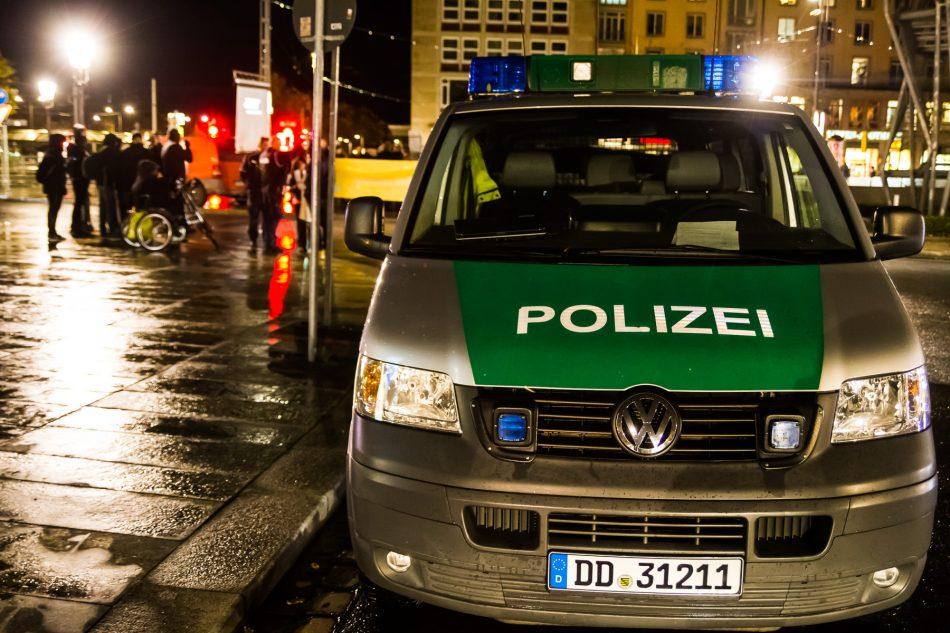 Die Polizei ist nur mit wenigen kräften vor Ort gewesen. Es blieb alles friedlich.