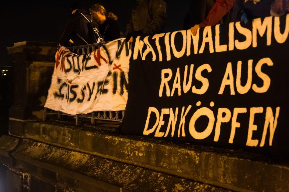 Nationalismus raus aus den Köpfen Demonstriert wieder auf der Brühlschen Terasse
