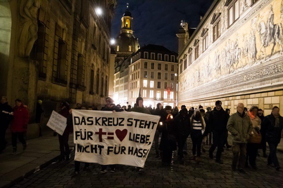 Die Demonstration führte von der Kreuzkirche zur Frauenkirche und am Fürstenzug zur Hofkirche