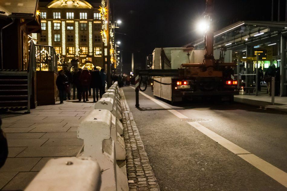 Der Dresdner Striezelmarkt wurde mit Betonblöcken gesichert