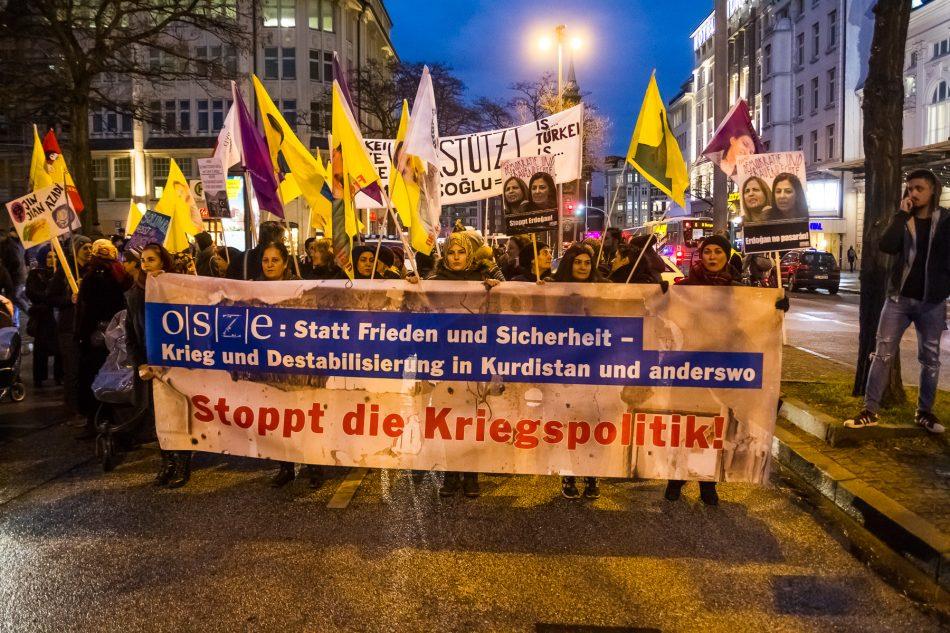 Die Pro Kurdische Demonstration gegen die Politik des OSZE startete gegen 16:45 am Hauptbahnhof