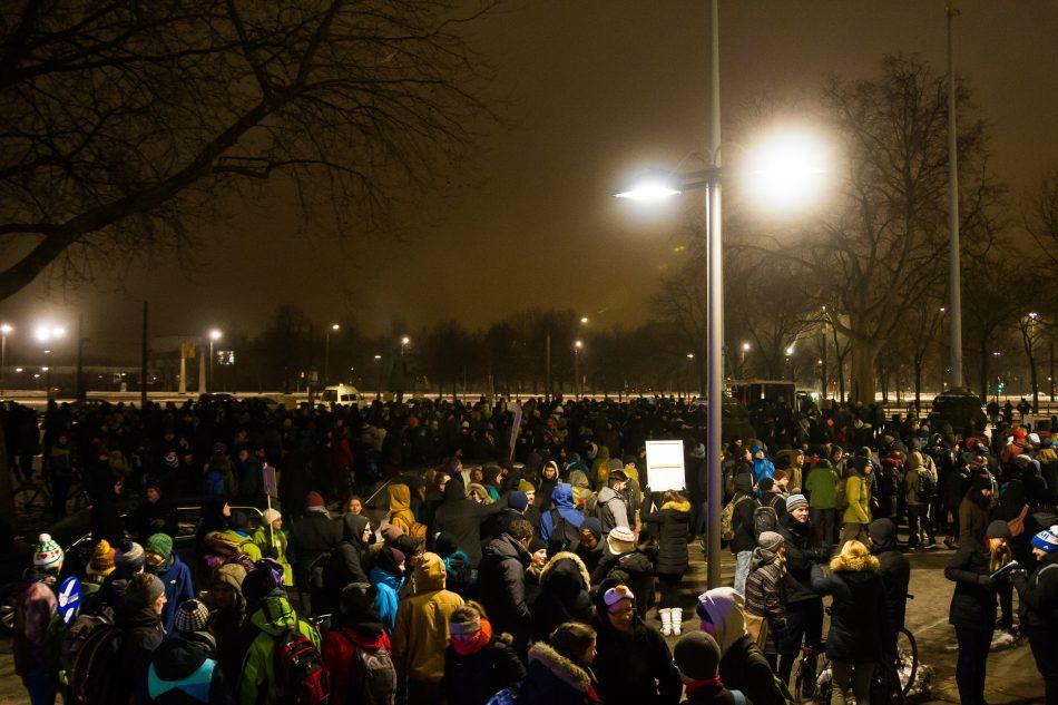 Vor dem Dresdner Rathaus gab es eine Zwischenkundgebung.