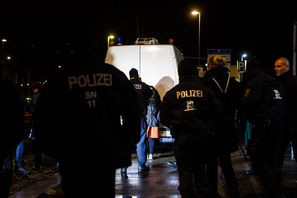 Die Teilnehmer der Blockade wurden ID behandelt und alle einzeln Fotografiert, so genannte Vergleichsfotos