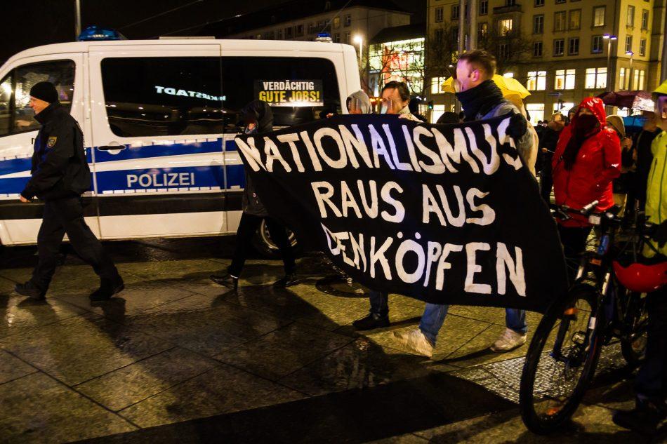 Nationalismus raus aus den Köpfen auf dem Weg zum Wienerplatz in Dresden