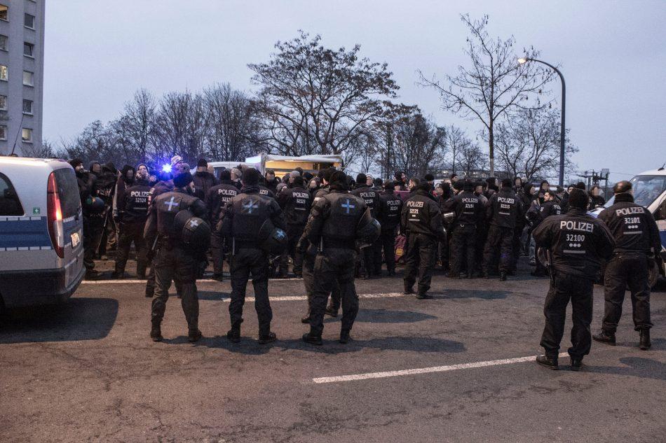 Auf der Nossener Brücke ist es zu rangeleien zwischen der Polizei und Blockieren gekommen