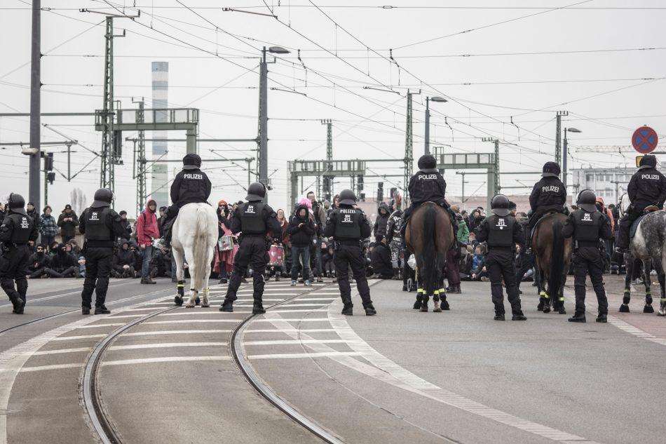 Die Route in die Neustadt wurde durch eine Sitzblockade an der Marienbrücke verhindert