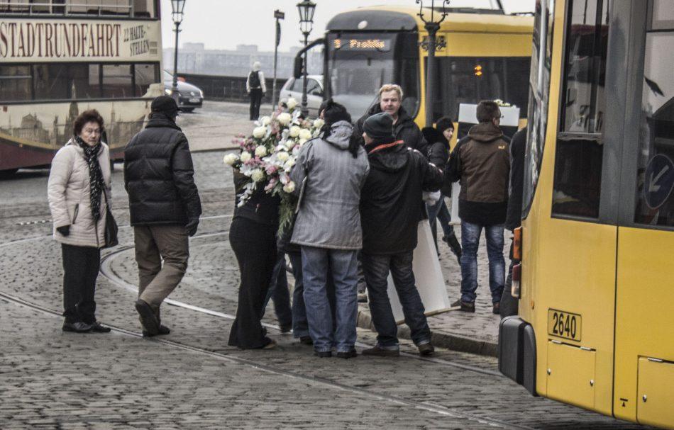"""Die Demonstranten bewegten sich von Lampedusa361 zum """"Monument"""" auf dem Neumarkt, dort sollte ein Kranz niedergelegt werden"""