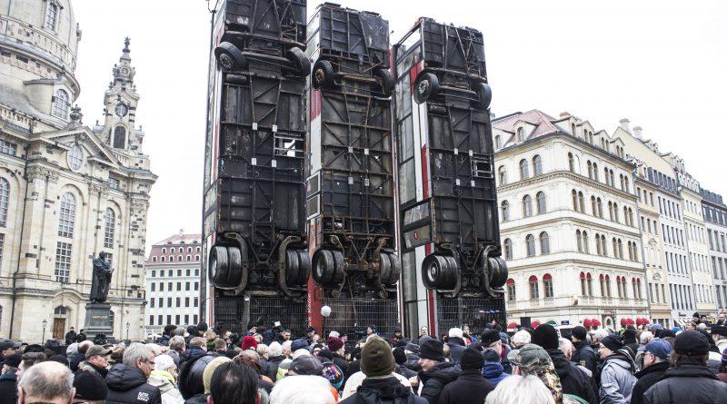 """Das Kunstprojekt """"Monument"""" wurde am 07. Februar auf dem Neumarkt in Dresden eröffnet"""