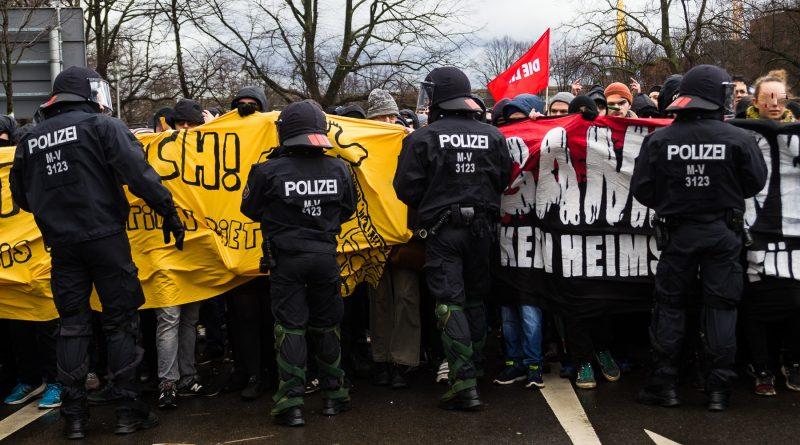 Demonstration gegen die Neonazi Partei die Rechte in Leipzig