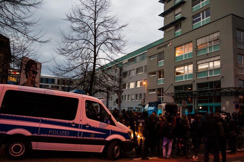 Zwischenkundgebung am Jobcenter in Dresden