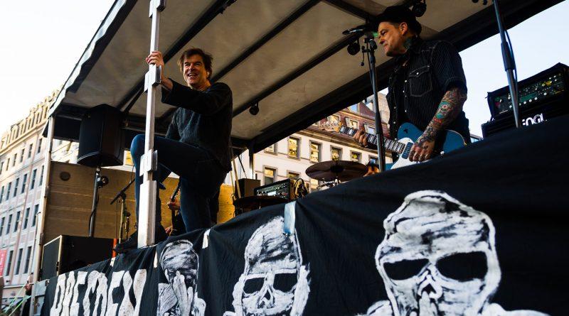 Die Toten Hosen bei der Nope Demonstration am 27. März 2017 in Dresden