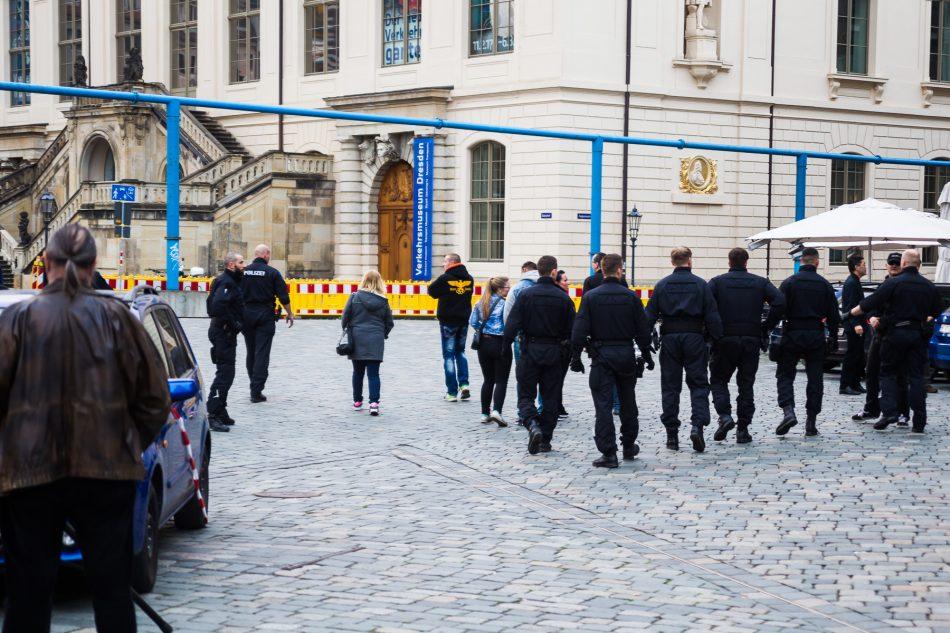 """Die Dresdner """"Anti-Antifa"""" bei der Nope Demo am Neumarkt"""