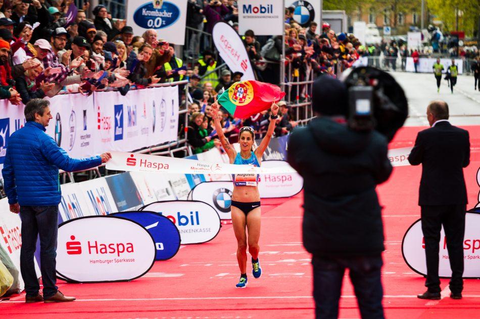 Jessica Augusto Siegerin des 32. Haspa Marathon in Hamburg