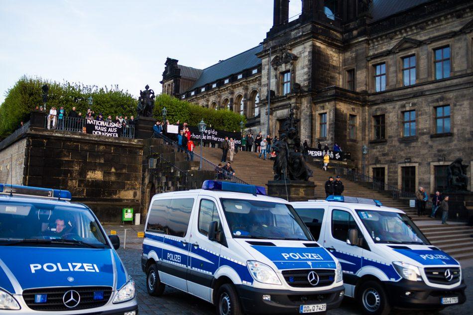 Die Demonstration von Nationalismus raus aus den Köpfen auf der Brühlschen Terrasse