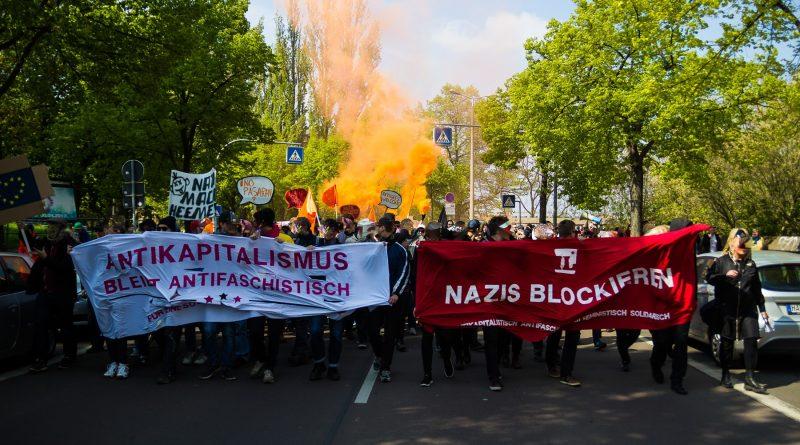 """Gegenprotest am 1. Mai gegen die Demonstration der Partei """"Die Rechte"""" in Halle"""