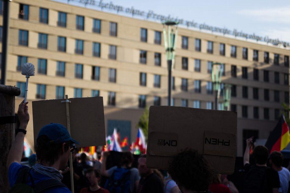 Nationalismus raus aus den Köpfen, eine der Gegendemonstrationen am Postplatz in Dresden