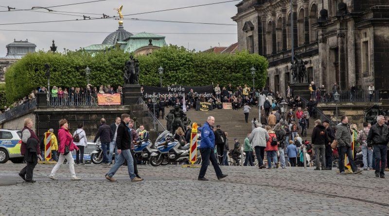 Gegenprotest bei der 1. Mai Demo von pegida in Dresden