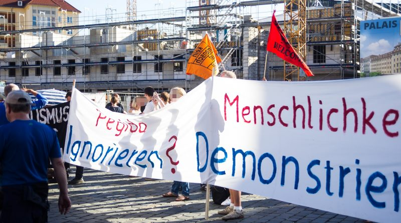 Nationalismus raus aus den Köpfen demonstriert in Dresden