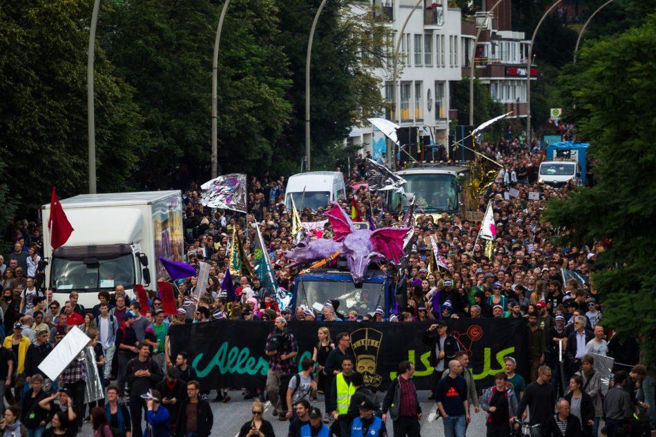 Die Nachttanzdemo Lieber tanz ich als G20 startete an der Landungsbrücke in Hamburg