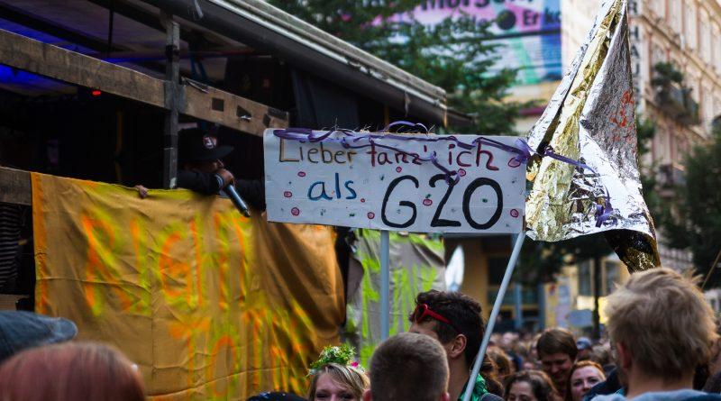 Die Nachttanzdemo Lieber tanz ich als G20 in Hamburg