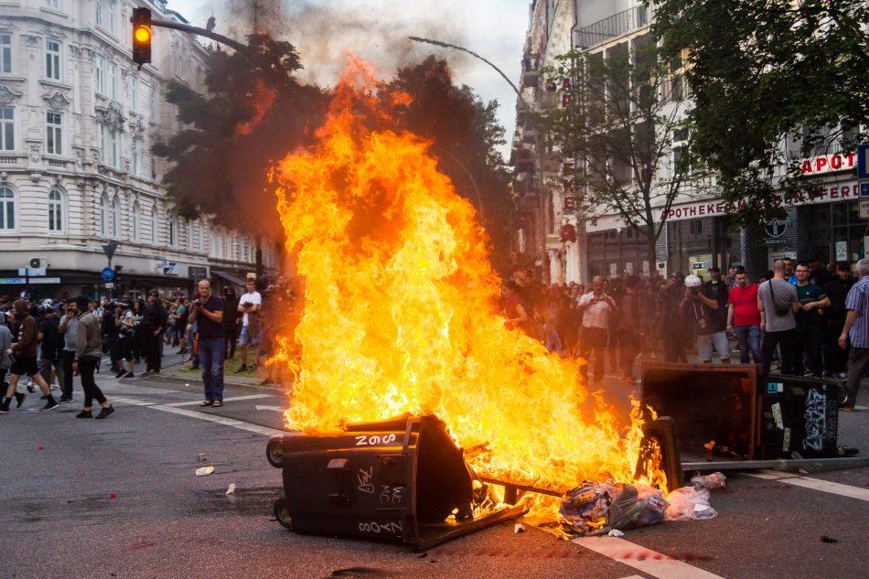 Am Schulterblatt wurden Barrikaden errichtet und Angezündet