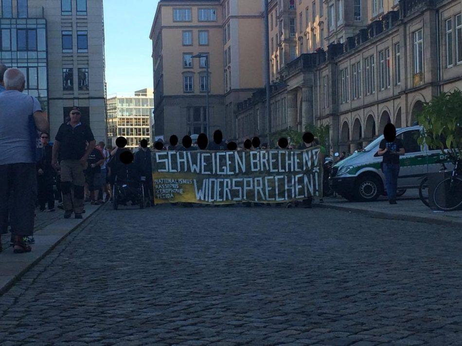 Die What Demo kommt am Altmarkt vorbei und wird von Pegida Teilnehmern begleitet